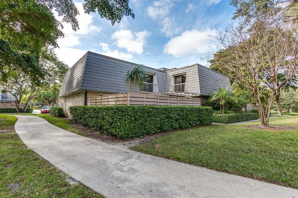 1008 10th Terrace , Palm Beach Gardens FL 33418 is listed for sale as MLS Listing RX-10397014 16 photos