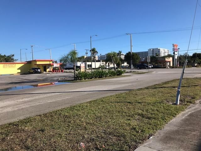 Commercial for Sale at 310 Federal Highway # 1 310 Federal Highway # 1 Lake Park, Florida 33403 United States