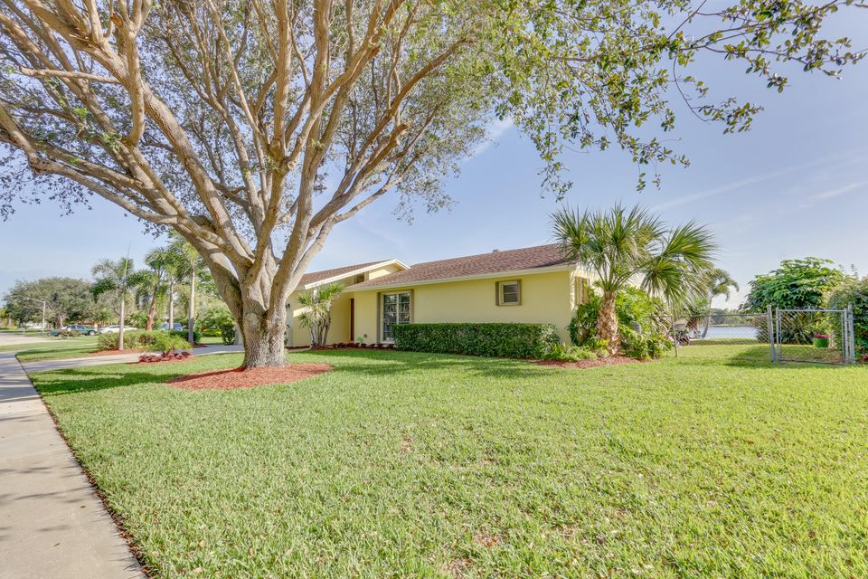 802 W Patrick Circle  West Palm Beach, FL 33406 photo 5