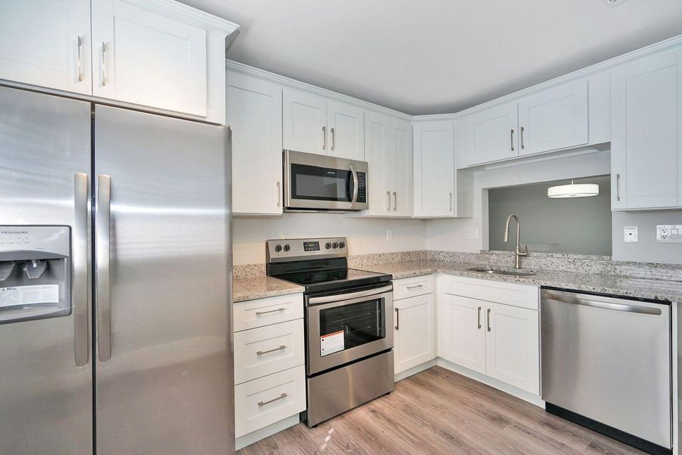 Condominium for Sale at 15301 Pembridge Avenue # 70 15301 Pembridge Avenue # 70 Delray Beach, Florida 33484 United States