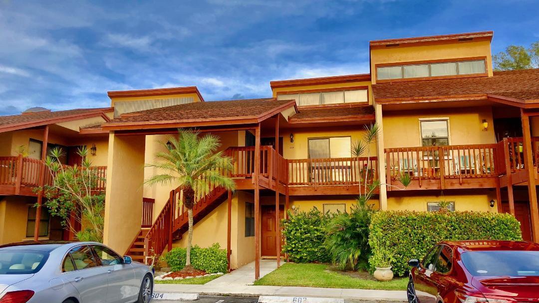 604 E Lakeview Drive  Royal Palm Beach, FL 33411