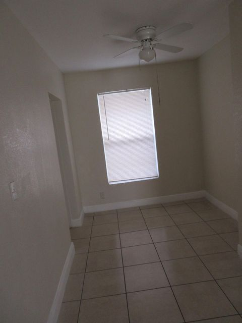 Additional photo for property listing at 720 W 6th Street 720 W 6th Street Riviera Beach, Florida 33404 Vereinigte Staaten