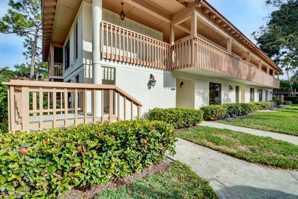 504 Brackenwood Place , Palm Beach Gardens FL 33418 is listed for sale as MLS Listing RX-10397490 37 photos