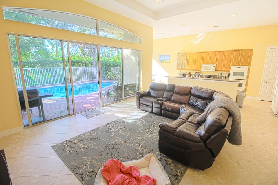 8245 Butler Greenwood Drive Royal Palm Beach, FL 33411 photo 9