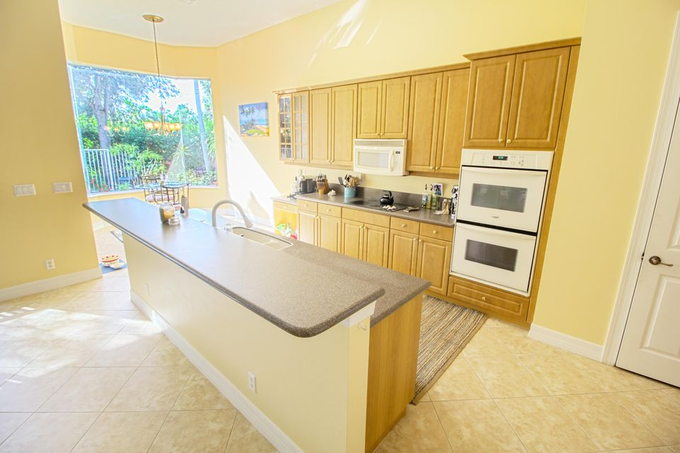 8245 Butler Greenwood Drive Royal Palm Beach, FL 33411 photo 11