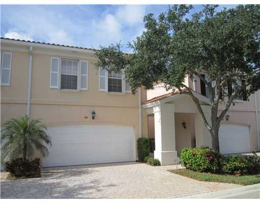 24  Live Oak Circle  is listed as MLS Listing RX-10397799 with 28 pictures