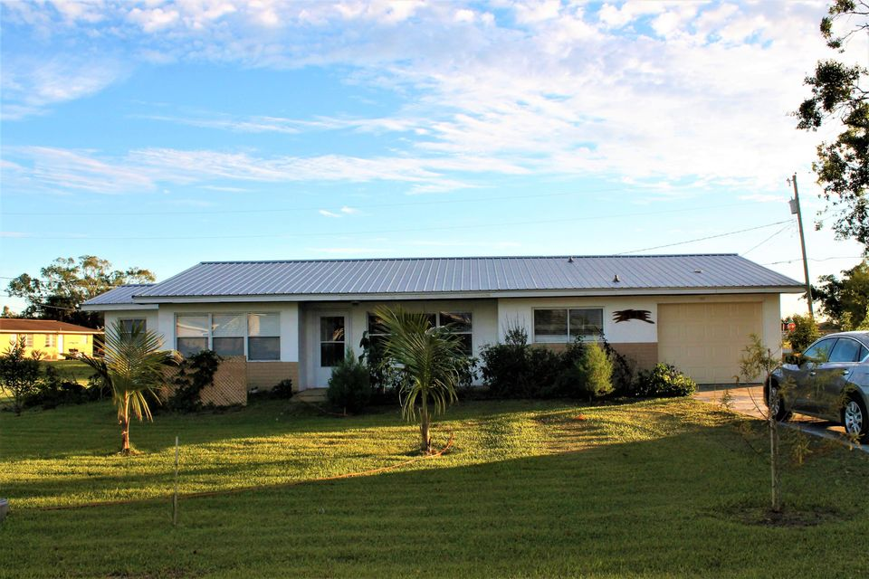 Частный односемейный дом для того Продажа на 584 Avenue O 584 Avenue O Moore Haven, Флорида 33471 Соединенные Штаты
