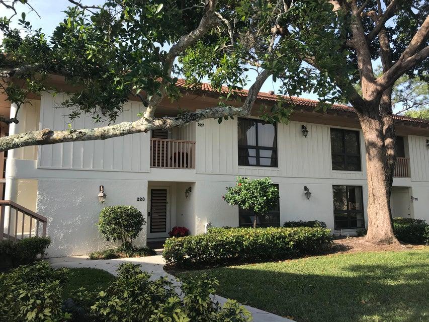 227 Brackenwood Terrace , Palm Beach Gardens FL 33418 is listed for sale as MLS Listing RX-10399038 38 photos