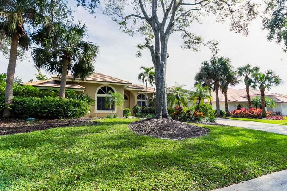 Single Family Home for Sale at 649 SW Lighthouse Drive 649 SW Lighthouse Drive Palm City, Florida 34990 United States