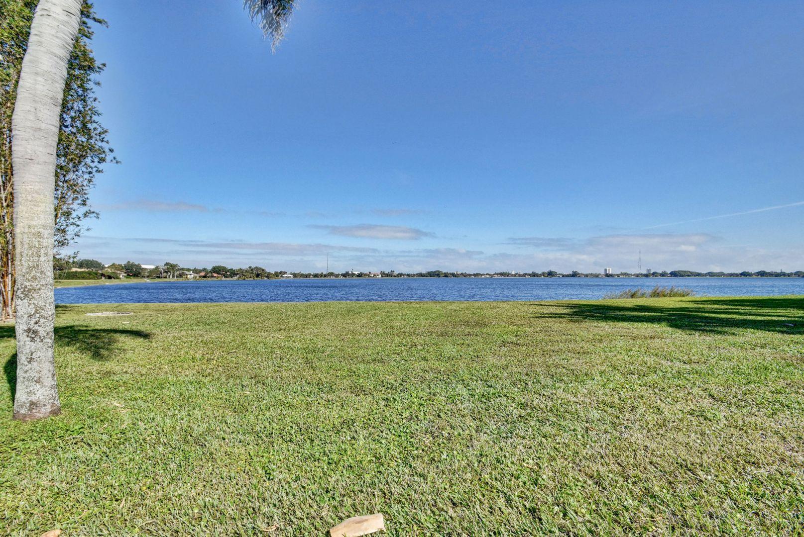 4 Woodbrook Circle West Palm Beach, FL 33401 photo 8