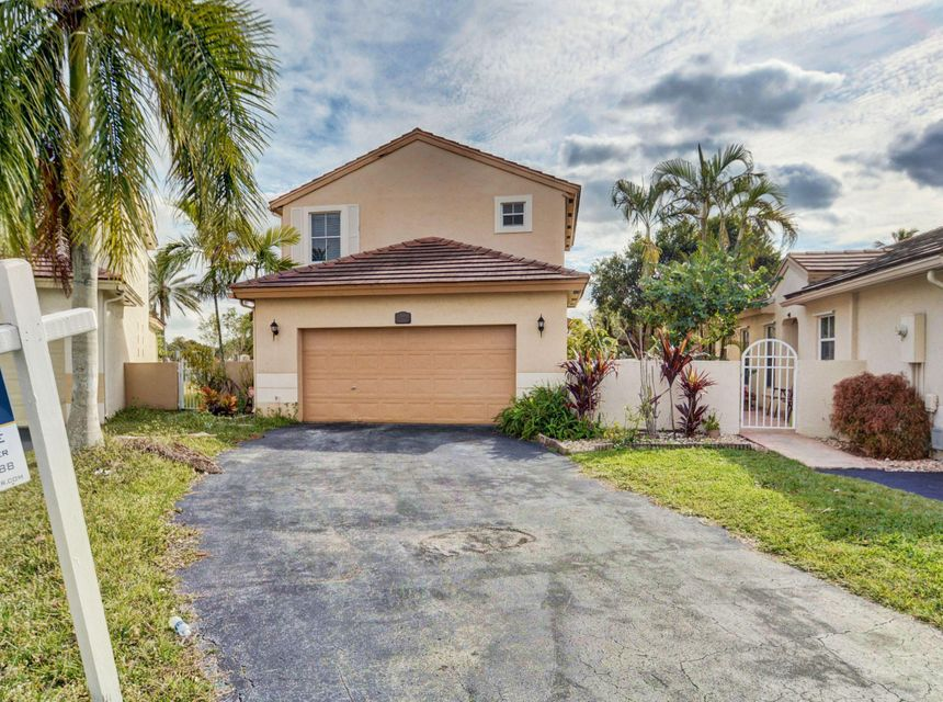 Single Family Home for Sale at 18820 NW 19 Street 18820 NW 19 Street Pembroke Pines, Florida 33029 United States
