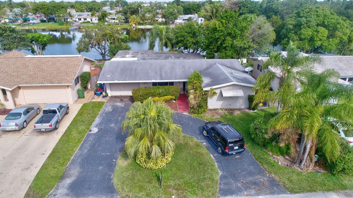 Casa Unifamiliar por un Venta en 8111 NW 13th Street 8111 NW 13th Street Pembroke Pines, Florida 33024 Estados Unidos