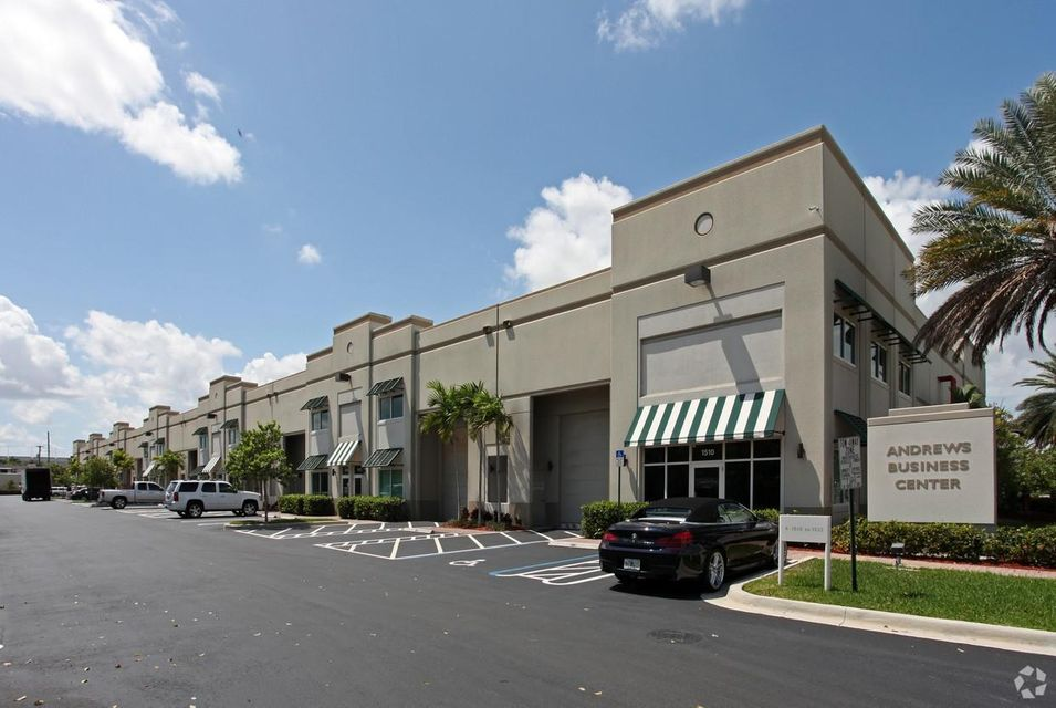 Commercial for Sale at 1530 SW 13 Court # 24 1530 SW 13 Court # 24 Pompano Beach, Florida 33069 United States