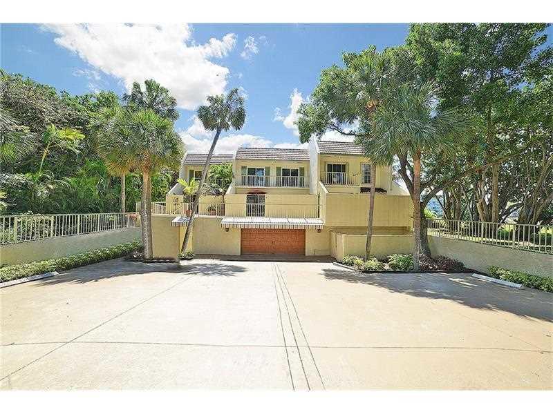 Casa unifamiliar adosada (Townhouse) por un Venta en 1172 Hillsboro Mile # 3-3 1172 Hillsboro Mile # 3-3 Hillsboro Beach, Florida 33062 Estados Unidos