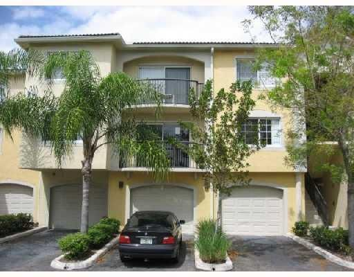 400 Crestwood Court 413  Royal Palm Beach, FL 33411