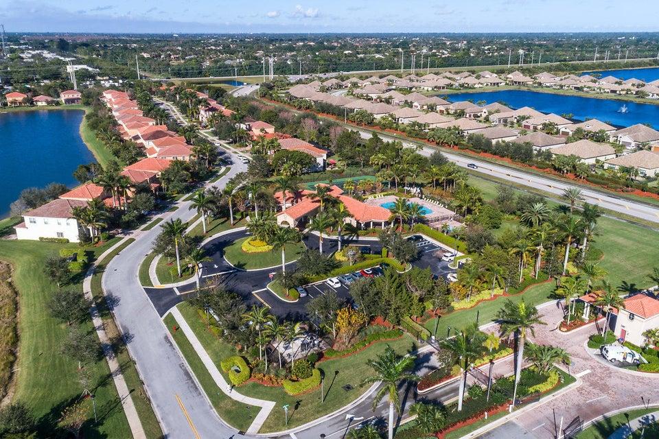 OAKMONT ESTATES WELLINGTON FLORIDA