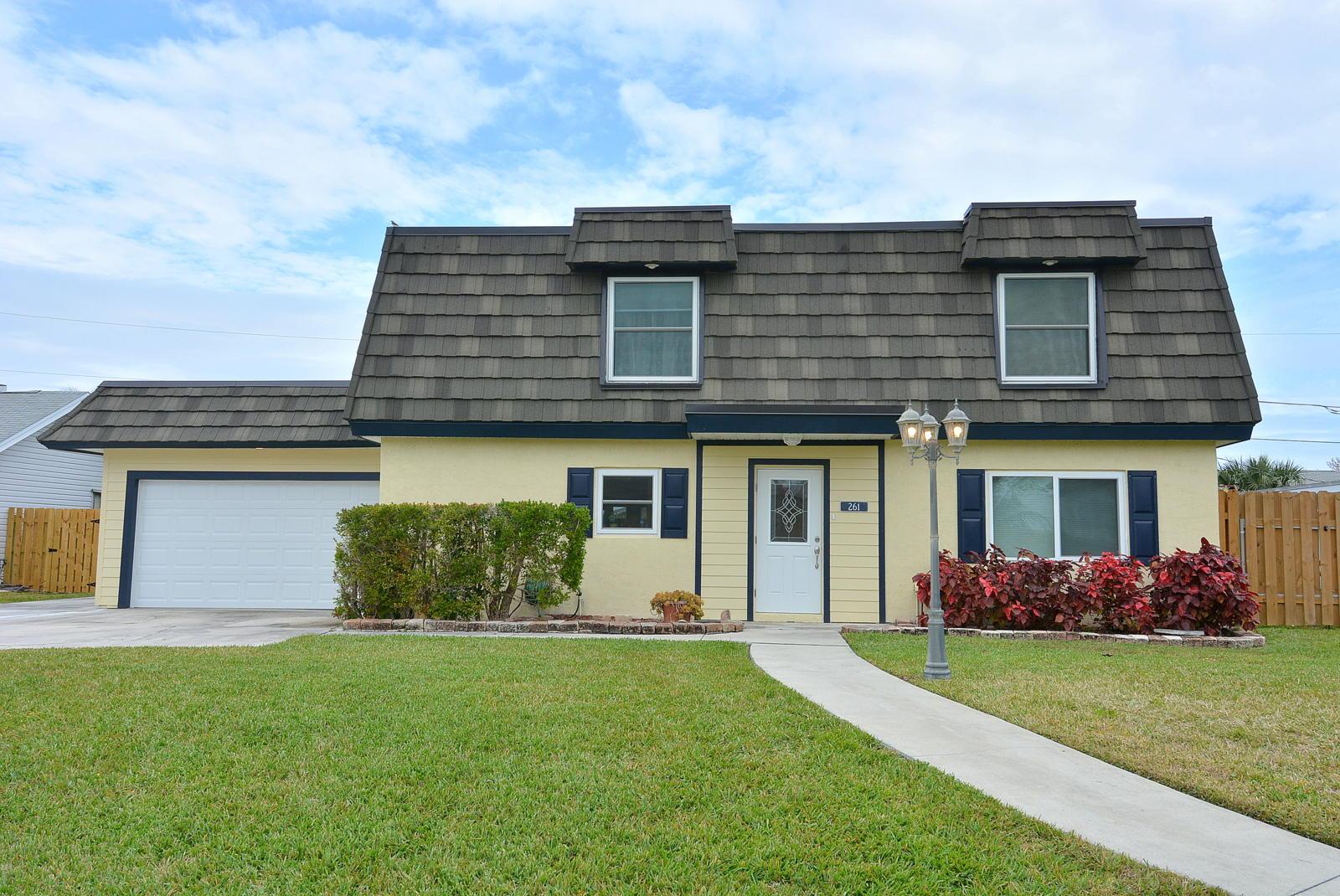 Single Family Home for Sale at 261 SE Villas 261 SE Villas Stuart, Florida 34994 United States