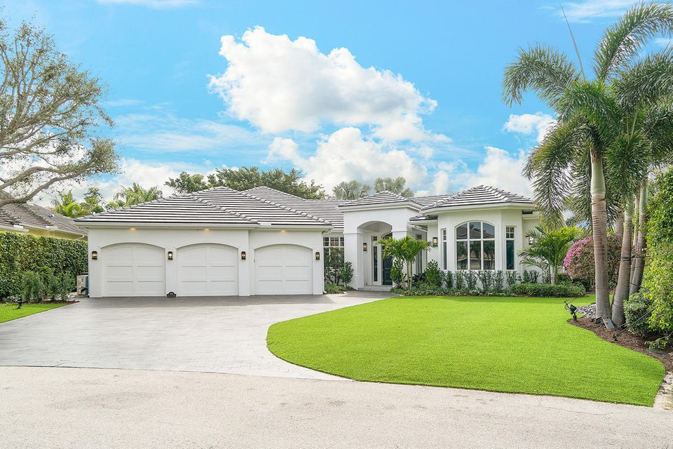 Royal Palm Yacht and Country Club home on 434  Areca Palm Road