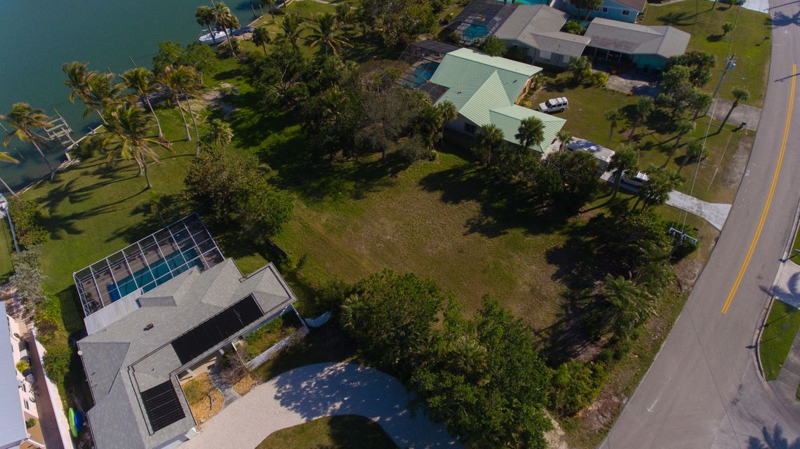 Single Family Home for Sale at 1393 Bayshore Drive 1393 Bayshore Drive Fort Pierce, Florida 34949 United States