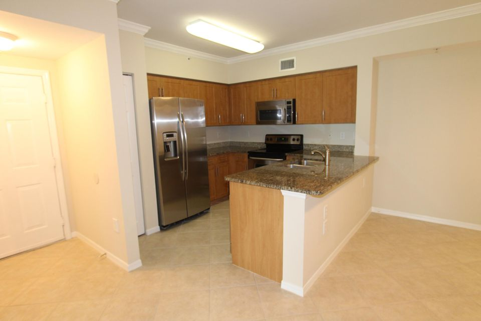 6434 Emerald Dunes Drive 304 West Palm Beach, FL 33411 small photo 4