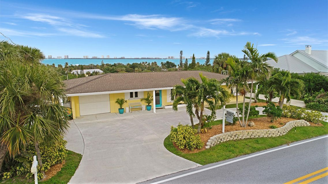 Частный односемейный дом для того Продажа на 4373 NE Skyline Drive 4373 NE Skyline Drive Jensen Beach, Флорида 34957 Соединенные Штаты