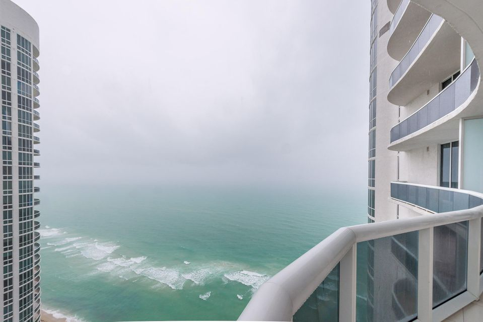 Condominio por un Venta en 15901 Collins Avenue # 3403 15901 Collins Avenue # 3403 Sunny Isles Beach, Florida 33160 Estados Unidos