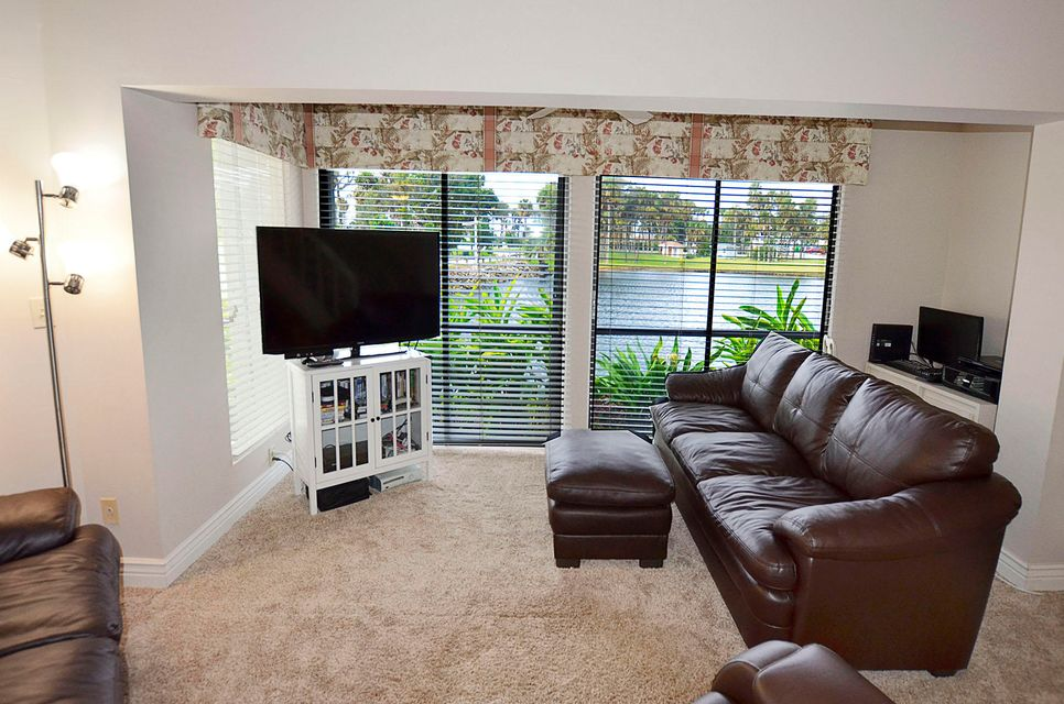 Additional photo for property listing at 339 NE Golfview Circle 339 NE Golfview Circle Stuart, Florida 34996 United States