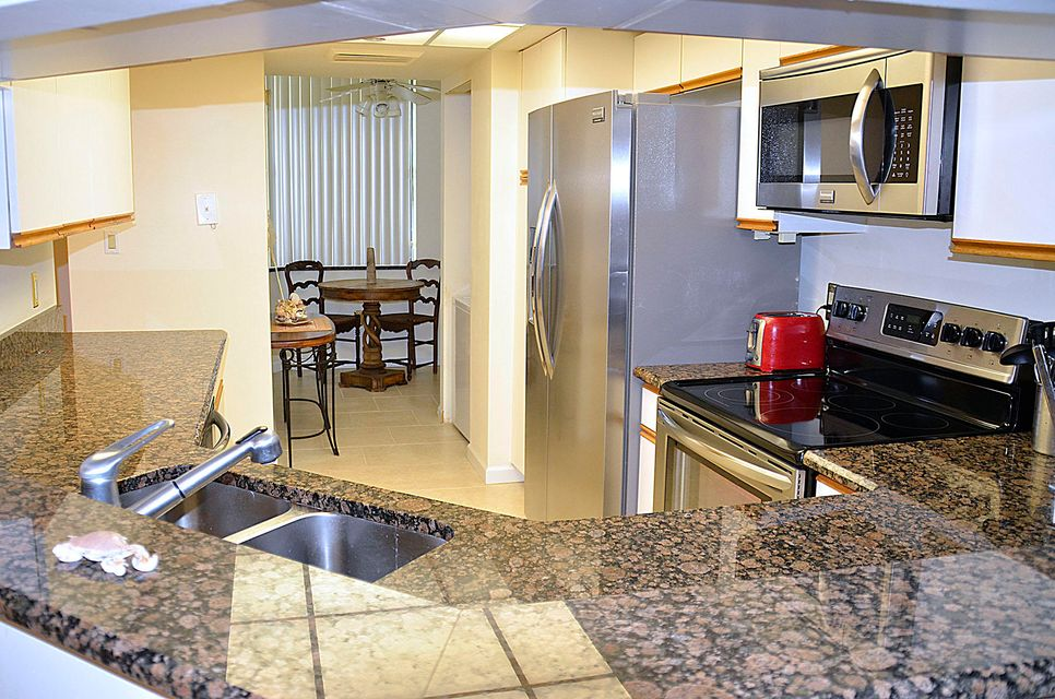 Additional photo for property listing at 8880 S Ocean S Drive # 309 8880 S Ocean S Drive # 309 Jensen Beach, Florida 34957 United States