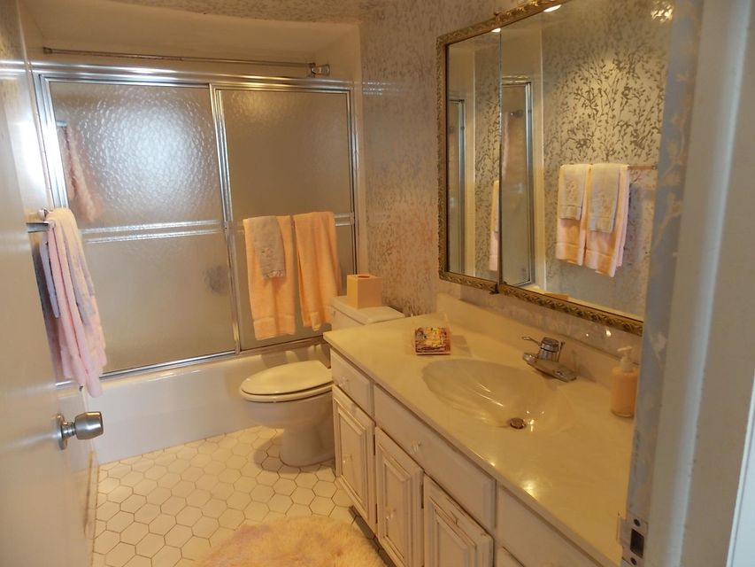 2425 Presidential Way 705 West Palm Beach, FL 33401 photo 11