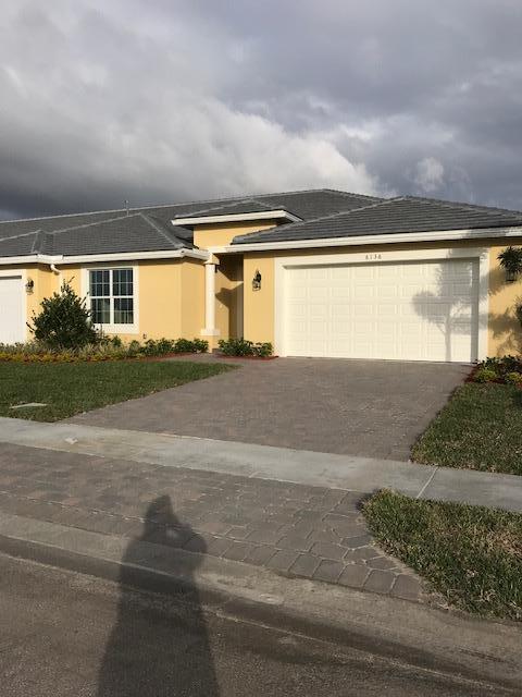 别墅 为 销售 在 6136 NW Denmore Lane 6136 NW Denmore Lane Port St. Lucie, Florida 34983 United States