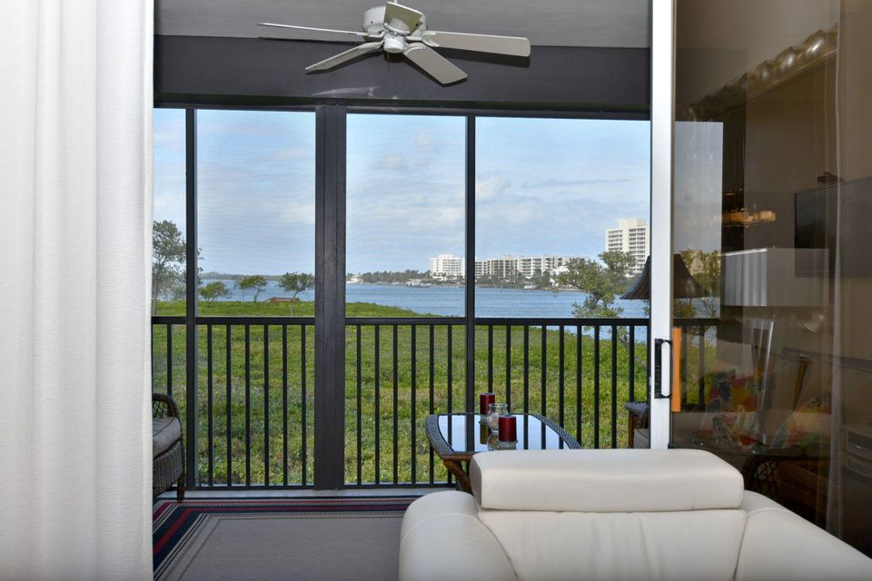 Condominio por un Venta en 200 Waterway Road # 202 200 Waterway Road # 202 Tequesta, Florida 33469 Estados Unidos