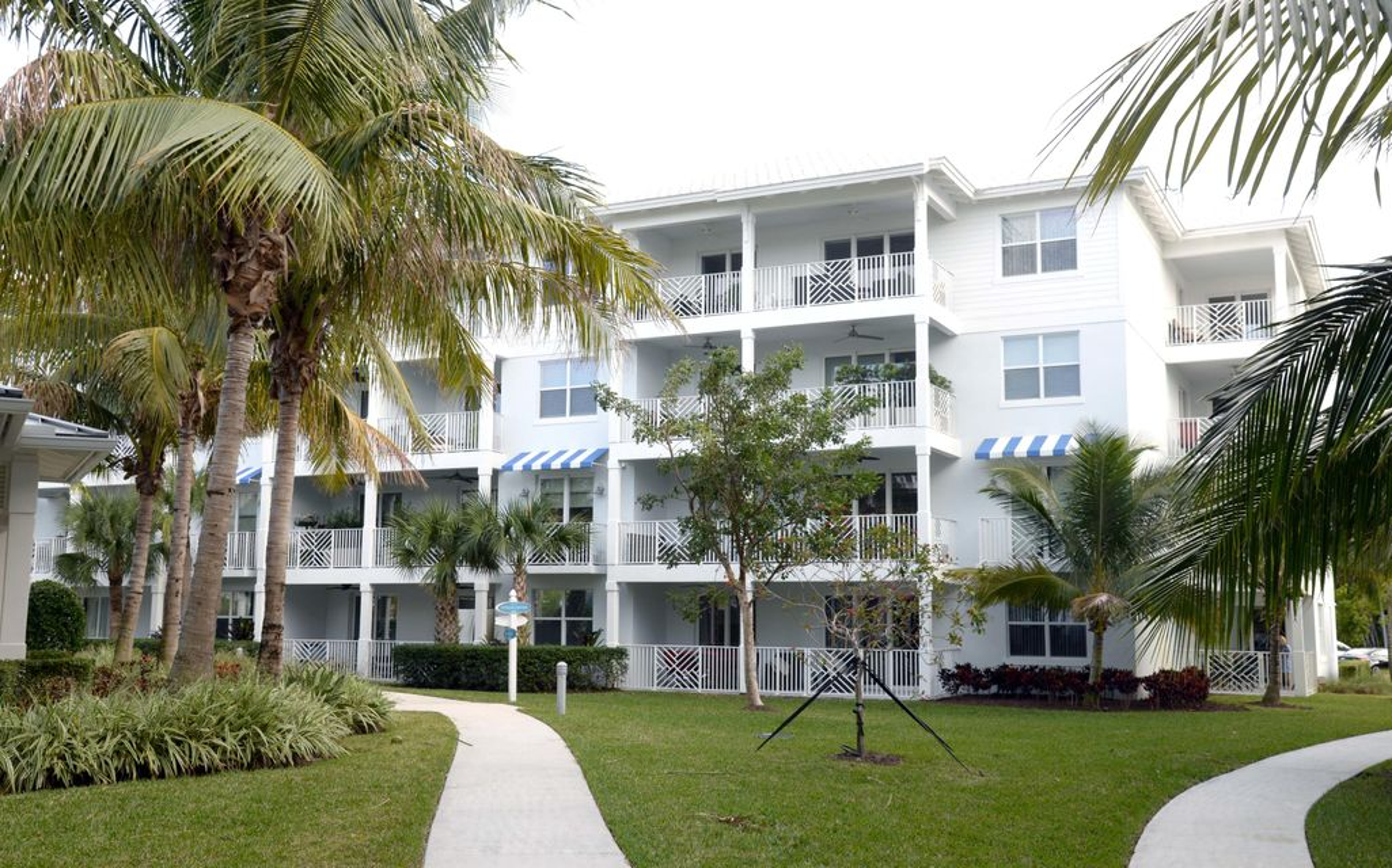 911 Bay Colony Drive  Juno Beach FL 33408