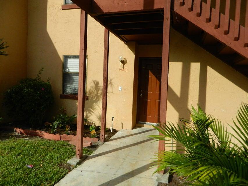 1409 Lakeview Drive 1409 Royal Palm Beach, FL 33411 photo 3