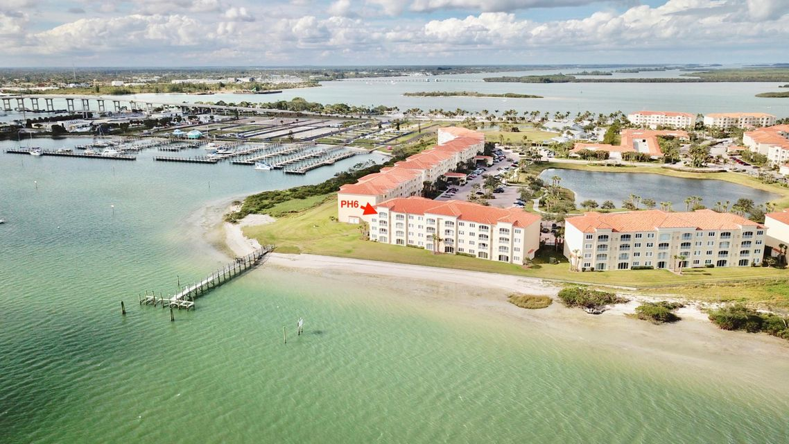 Condominio por un Venta en 30 Harbour Isle Drive # Ph6 30 Harbour Isle Drive # Ph6 Hutchinson Island, Florida 34949 Estados Unidos