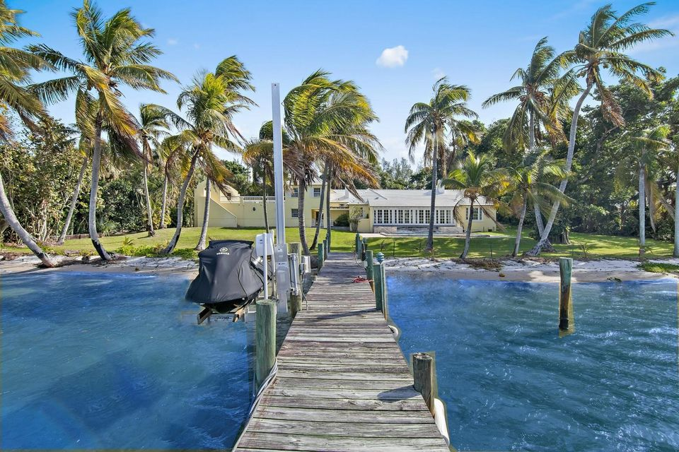 482 S Beach  , Hobe Sound FL 33455 is listed for sale as MLS Listing RX-10394339 photo #5