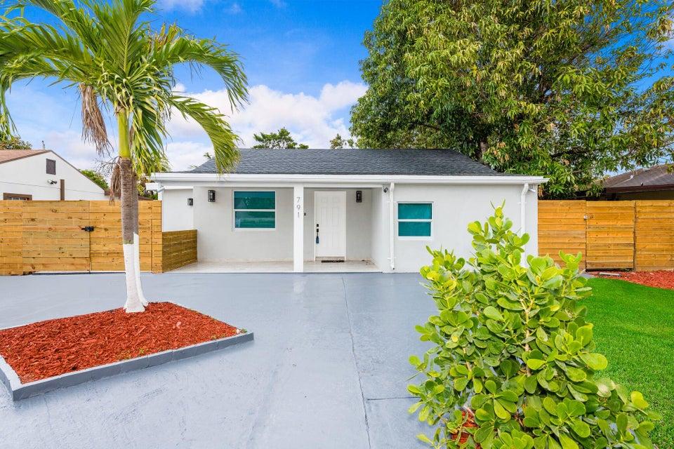Casa Unifamiliar por un Venta en 791 SE 3rd Place 791 SE 3rd Place Hialeah, Florida 33010 Estados Unidos
