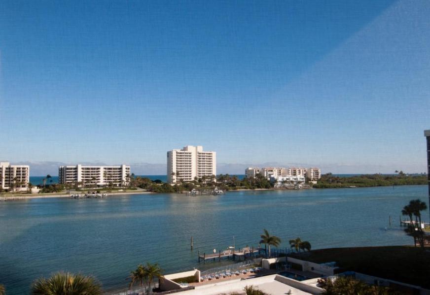 SANDPOINTE BAY TEQUESTA FLORIDA