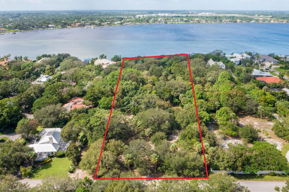 Single Family Home for Sale at 114 S River Road 114 S River Road Sewalls Point, Florida 34996 United States