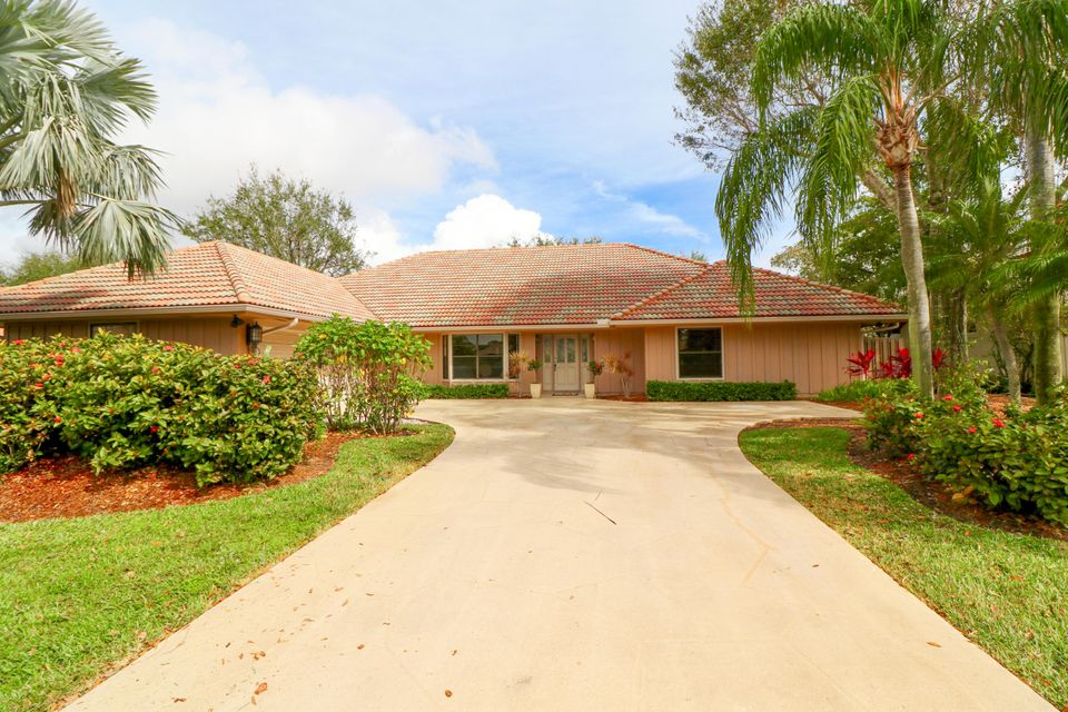 15 Cambria Road , Palm Beach Gardens FL 33418 is listed for sale as MLS Listing RX-10401194 32 photos