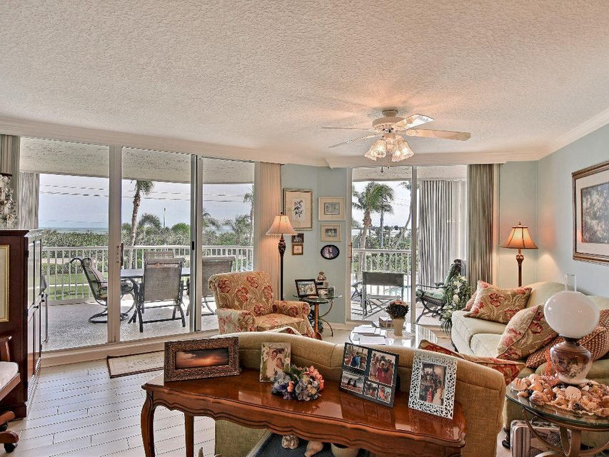 Additional photo for property listing at 5051 N A1a  # 3-3 5051 N A1a  # 3-3 Hutchinson Island, Florida 34949 Estados Unidos
