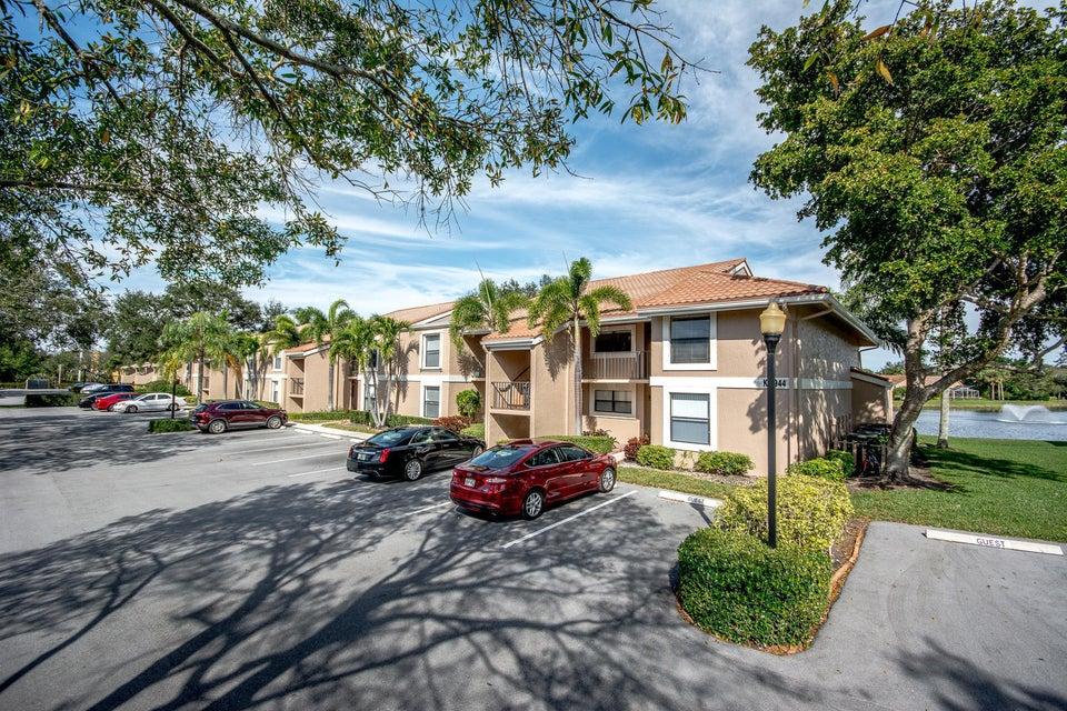 6944 Briarlake Circle 206  West Palm Beach, FL 33418