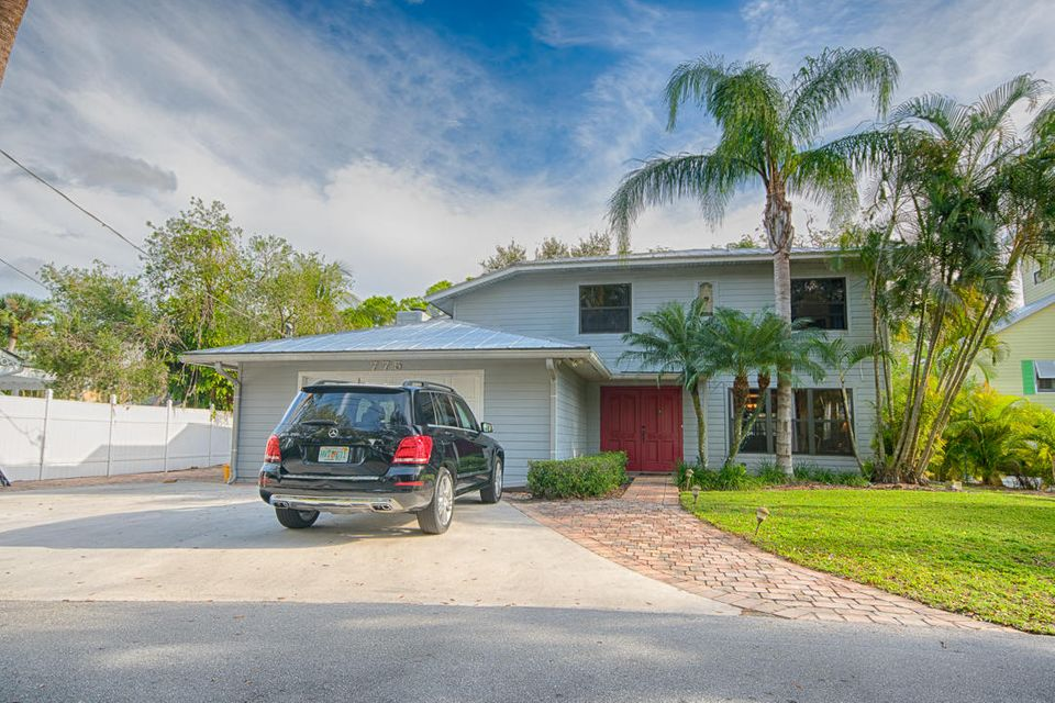 Single Family Home for Sale at 775 SW Rustic Circle 775 SW Rustic Circle Stuart, Florida 34997 United States