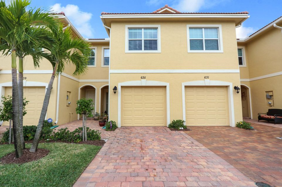 Townhouse for Sale at 635 SW Glen Crest Way Way 635 SW Glen Crest Way Way Stuart, Florida 34997 United States