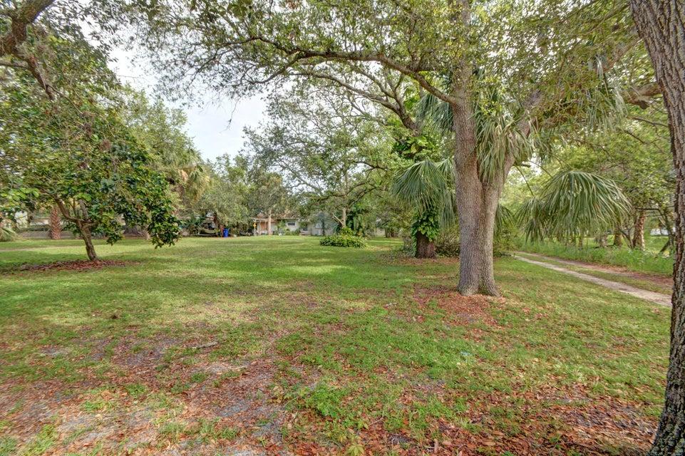 独户住宅 为 销售 在 11390 S Indian River Drive 11390 S Indian River Drive 塞巴斯蒂安, 佛罗里达州 32958 美国