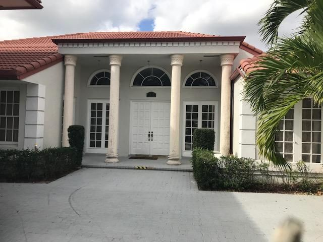 2433 Chesapeake Circle  West Palm Beach, FL 33409