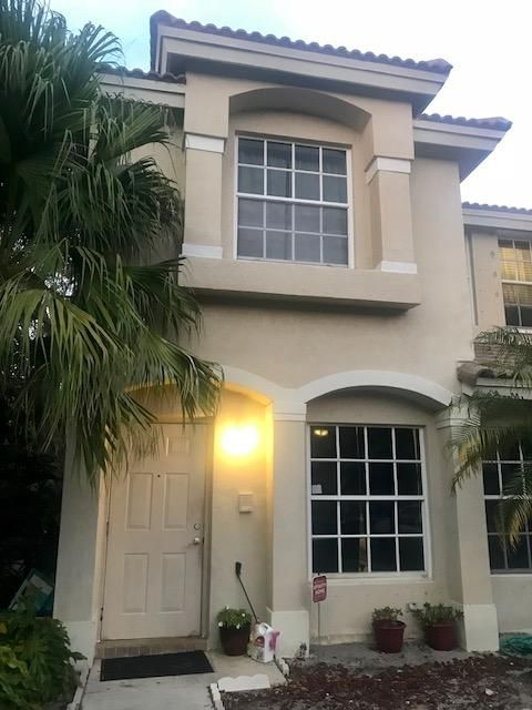975 Summit Lake Drive  West Palm Beach, FL 33406