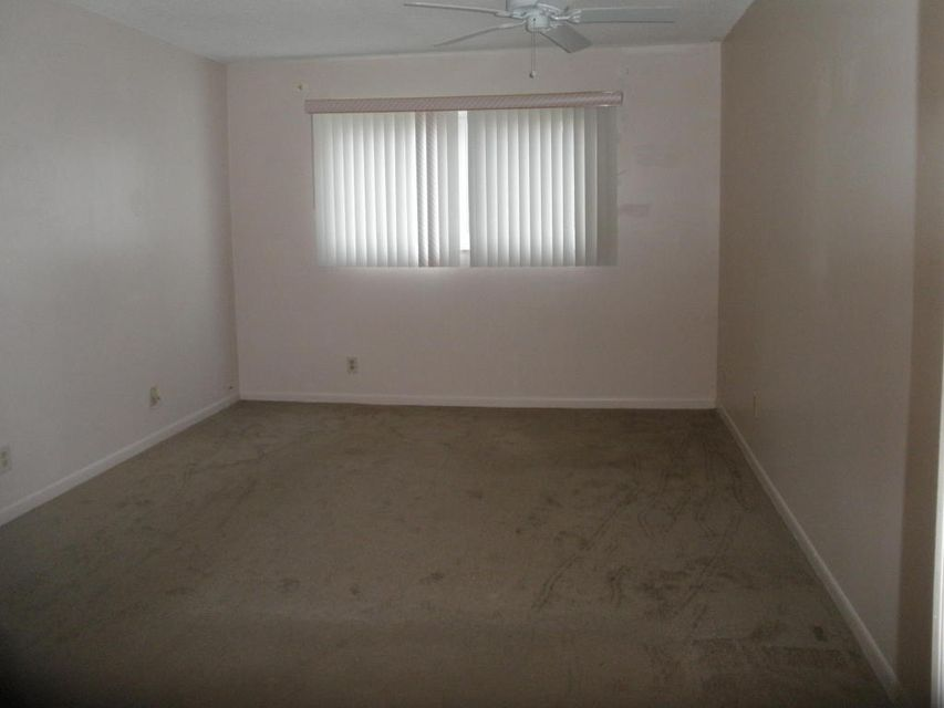 Additional photo for property listing at 705 Lori Drive # 110 705 Lori Drive # 110 Palm Springs, Florida 33461 United States
