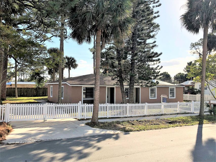 Single Family Home for Sale at 115 Court Street 115 Court Street Titusville, Florida 32780 United States
