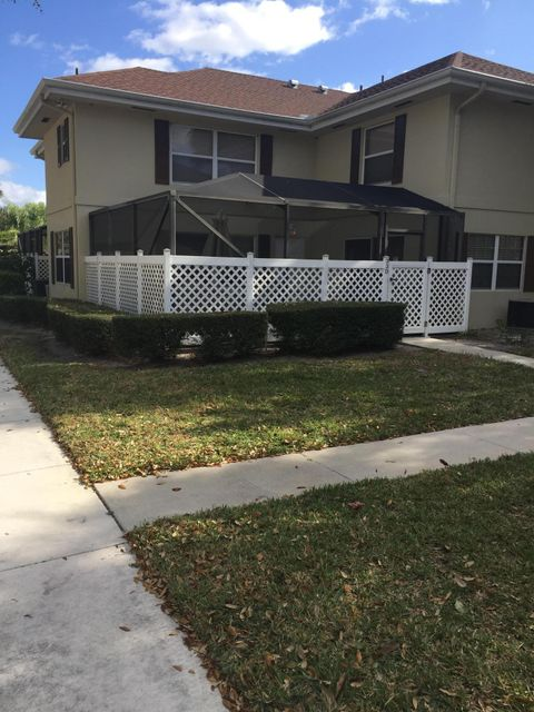 33 Clinton Court D  Royal Palm Beach, FL 33411