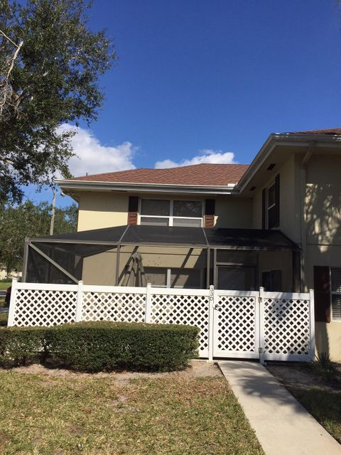 33 Clinton Court D Royal Palm Beach, FL 33411 photo 2